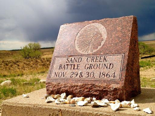 il massacro di centinaia di indiani sul fiume Sand Creek, in Colorado