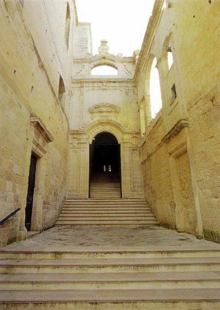 Ingresso con gradinata e portale del Conservatorio di S.Anna