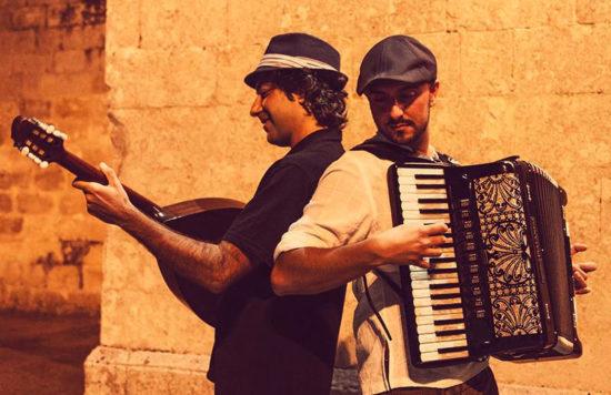 """""""Tria Loja"""" del duo Taxidi dal Salento in Grecia, due terre unite da sempre"""